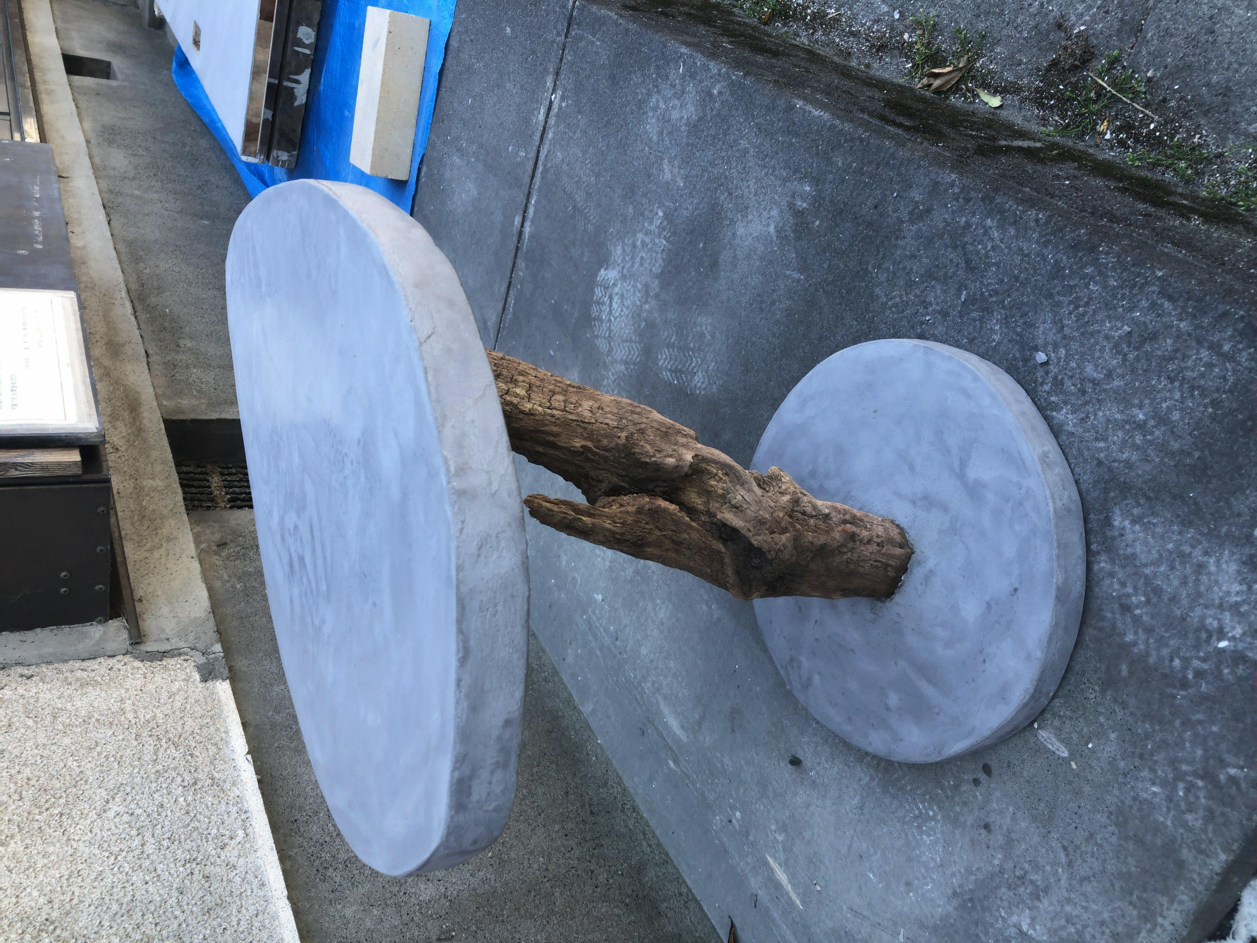 モールテックスと流木のテーブル